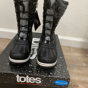 Women's Winter Boots Size 7 for Sale in Oregon City, OR