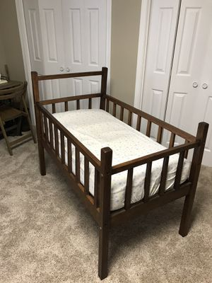 Early 1900 antique baby crib for Sale in Mason City, IA