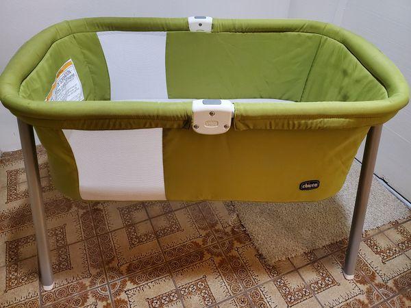 Chicco LullaGo Portable Bassinet, Color: Pistachio