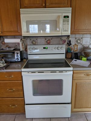 Kenmore Range & Microwave for Sale in Apalachin, NY