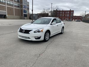 2015 Nissan Altima con 180xxx millas $5800 for Sale in Chicago, IL