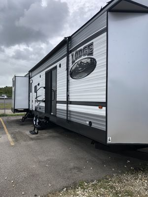2015 Wildwood 40 Ft Travel Trailer Whit 4 Slideouts for Sale in Pearland, TX