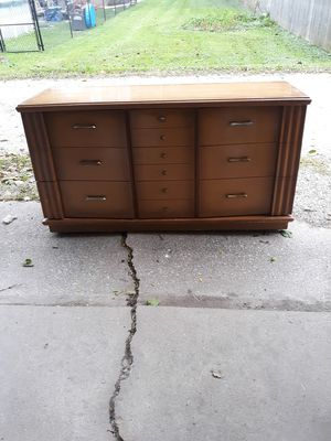 Bedroom Dresser Wood. for Sale in Brookfield, IL