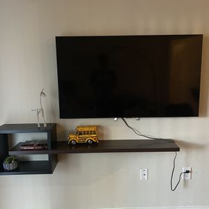 Floating Tv Stand ( Complimentary Flower Pot) for Sale in Houston, TX