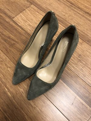 Michael kors pumps size 6 in a very good pre-owned condition for Sale in New York, NY