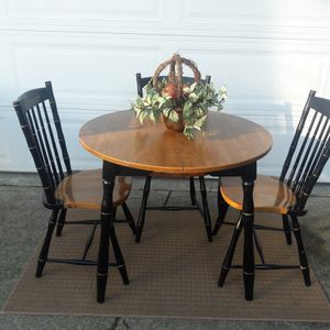 VERY NICE DINING ROOM TABLE & 3 CHAIRS for Sale in Auburn, WA