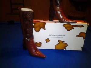 Donald J Pliner camel leather boots very good condition $80 for Sale in Chicago, IL