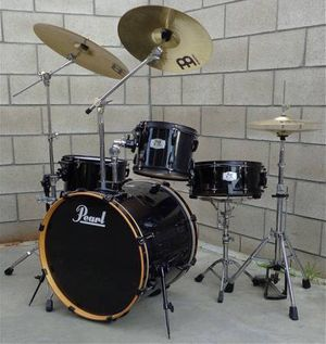PRICE IS FIRM Pearl Black Drum Set with Cymbals and Hardware for Sale in La Puente, CA