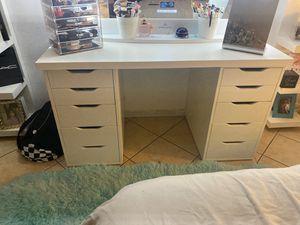 Vanity table for Sale in Hesperia, CA
