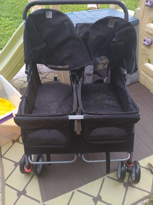 Twin Stroller for dogs almost new for Sale in Miami, FL
