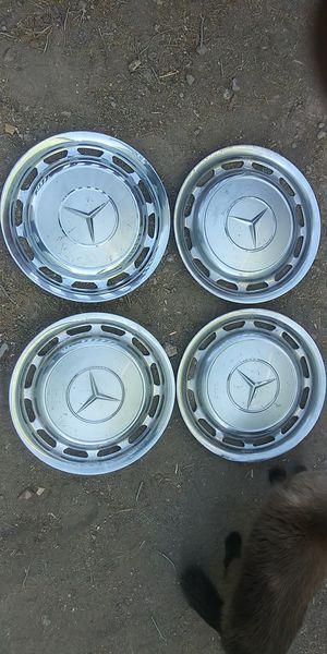 Mercedes aluminium hubcaps for Sale in Las Vegas, NV