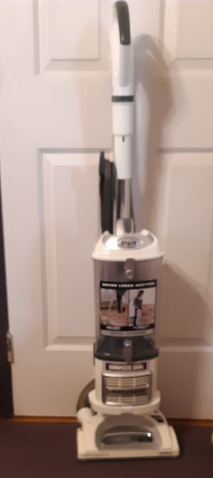 Shark Navigator Lift Off vacuum for Sale in Lancaster, PA
