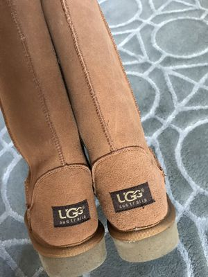 New UGG boots size 6 women 5 girls for Sale in Mountain View, CA