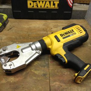 Dewalt 20 V crimping tool head needs repaired for Sale in Columbus, OH