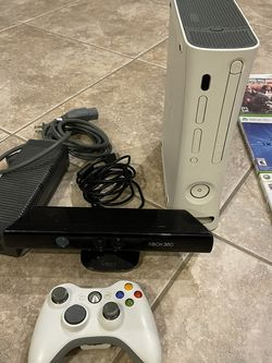 Xbox 360 with 22 Games and Extra Accessories for Sale in Fort Myers,  FL