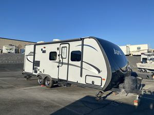 2016 Coachman Travel Trailer 21FT Outside kitchen 1-Slide for Sale in Rancho Cucamonga, CA