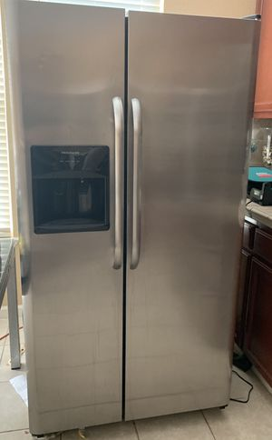 Refrigerator works great for Sale in Stockton, CA