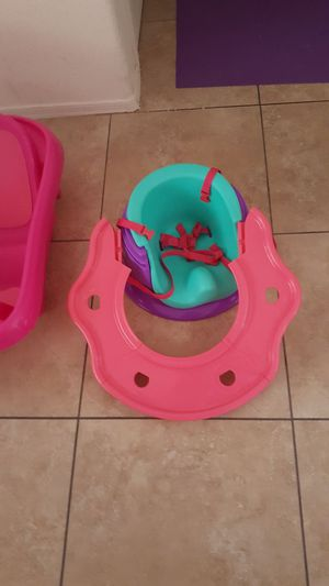 Infant bathtub, vibrating rocker, and booster seat for Sale in Laveen Village, AZ