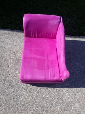 Chase lounger for pets for Sale in Cleveland, OH