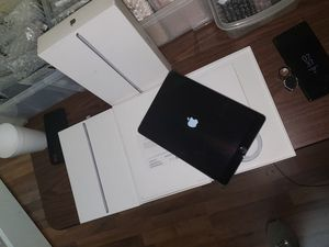 Apple iPad 32GB (Latest Model) with Wi-Fi + Cellular for Sale in Rockwall, TX