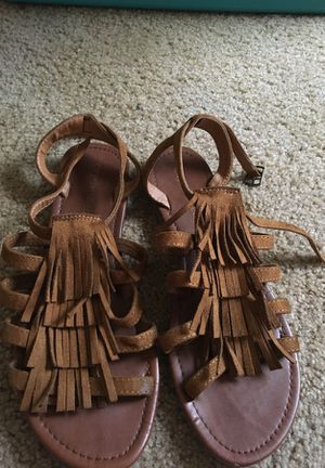 Size 81/2 fringe sandal for Sale in Killeen, TX