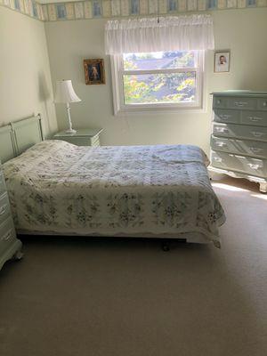 Seafoam green queen size bed set for Sale in South Lyon, MI