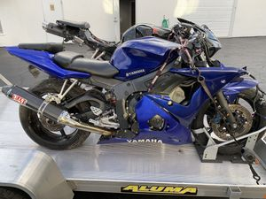 2006 Yamaha R6s PARTS SELLING PARTS FROM THIS MOTORCYCLE for Sale in Boca Raton, FL