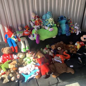 41 assorted plushies for Sale in Orlando, FL