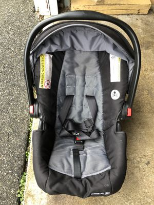 Graco Snugride Infant Car seat and 2 Bases! for Sale in Trumbull, CT