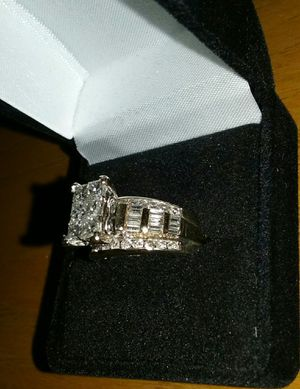 Approx 2Carat Total Diamond Weight Wedding Engagement Cocktail Ring In REAL 14k GOLD size 7 for Sale in La Habra Heights, CA