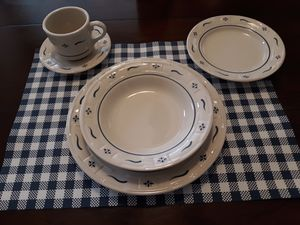 Longaberger pottery dishes. 8 place complete place settings plus much more for Sale in Queen Creek, AZ