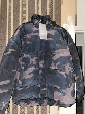 Canada goose winter parka jacket Medium size for Sale in The Bronx, NY