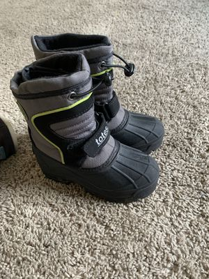Kids snow boots size 10 for Sale in Commerce, CA