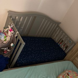 Grow With Me Crib for Sale in Phoenix, AZ