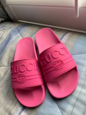 Authentic womens gucci slides (will meet at gucci store) for Sale in Miami, FL