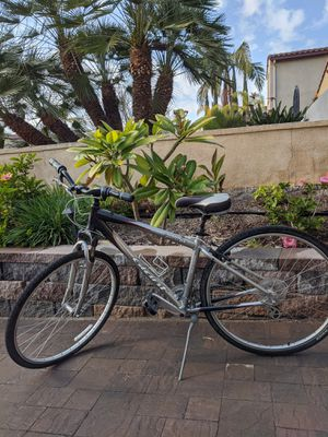 Giant Hybrid Cypress DX Bike for Sale in Chula Vista, CA