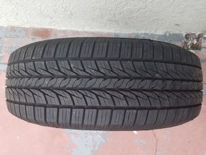 LLANTA SEMI NUEVA EN BUENAS CONDICIONES MEDIDA 225/ 70 R 16 SEMI NEW TIRE IN GOOD CONDITION SIZE 225/70 R 16 for Sale in Oxnard, CA