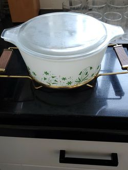 Vintage Pyrex Brides Casserole With Craddle for Sale in Hawthorne,  CA