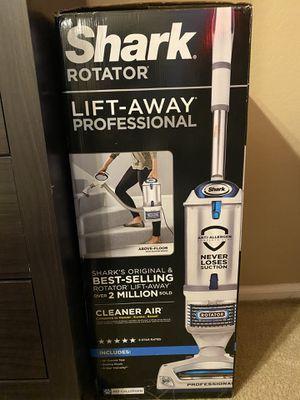 Shark Vacuum/Lift-Away Professional for Sale in Phoenix, AZ