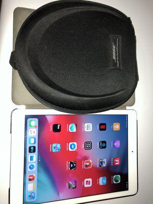 iPad Air & Bose headphones bundle for Sale in Philadelphia, PA