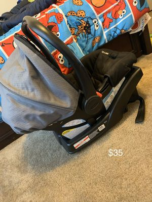 Graico car seat and holder for Sale in Summerville, SC