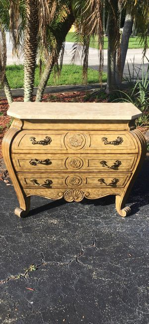 Curved antique dresser for Sale in Fort Lauderdale, FL