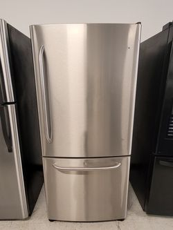 Ge 30 In Stainless Steel Bottom Freezer Refrigerator Used Good Condition With 90day's Warranty for Sale in Mount Rainier,  MD