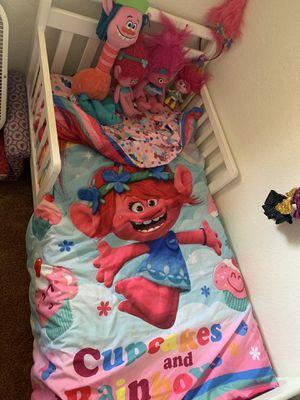 Trolls cama,colchón,colcha y muñecos for Sale in San Diego, CA