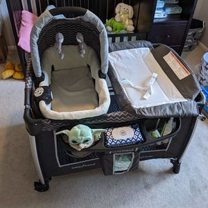 Bassinet, Changing Table And Pack N Play for Sale in Las Vegas, NV