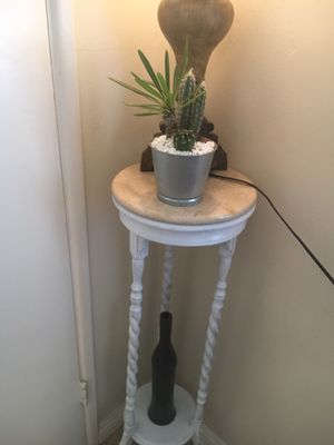 Metallic centerpiece with Madagascar palm and Cactus for Sale in Fontana, CA