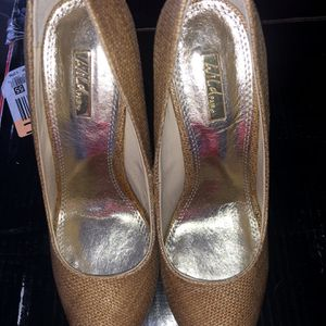 Wild Pair Heels Size 6 for Sale in Miami, FL