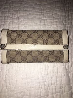 Gucci clutch leather wallet 100% autentic for Sale in Bloomington, CA