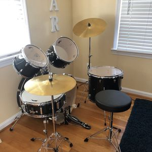 Full Drum Set 5 Piece 2 Cymbals And Stands Great For Beginners for Sale in Rockville, MD