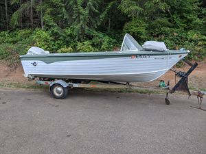 Aluminum 67 crestline Boat and trailer combo for Sale in Brush Prairie, WA